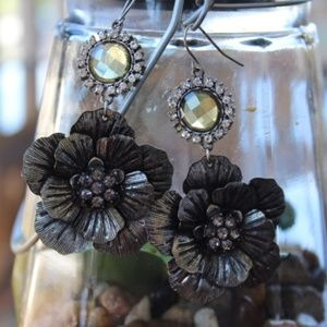 Gorgeous Floral Antiqued Silver Floral Rhinestone